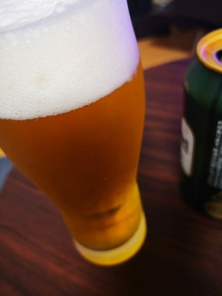 ビールの色は淡い