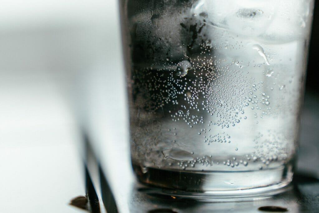 透明なお水